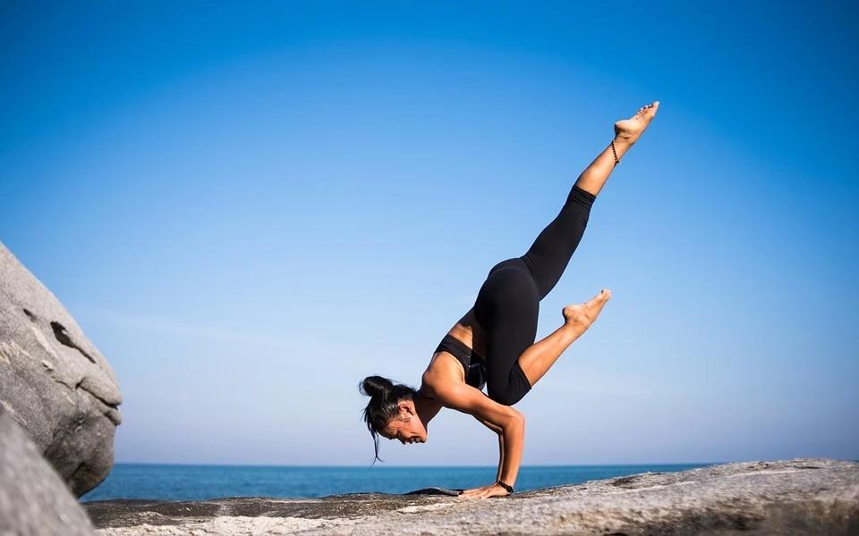 movimientos de yoga.0